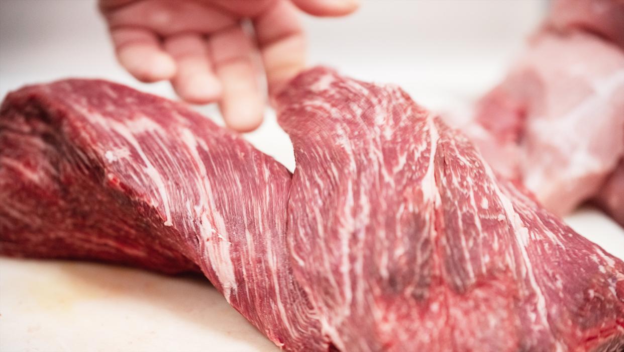 Nahaufnahme eines Fleischstücks.